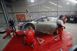 Себастьен Лёб в сервисной зоне Citroen Total World Rally Team