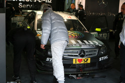 Ralf Schumacher, Team HWA AMG Mercedes C-Klasse, looking at the damage on his car after an off track