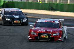 Oliver Jarvis, Audi Sport Team Phoenix Audi A4 DTM, por delante de Markus Winkelhock, Audi Sport Team Rosberg