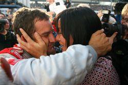 Чемпион DTM 2009 года Тимо Шайдер, Audi Sport Team Abt, со своей девушкой Жасмин Рубатто