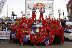 Podium: Sébastien Loeb et Daniel Elena fêtent le titre et la victoire avec leur équipe