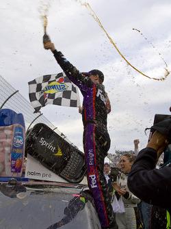 Victory lane: Denny Hamlin, Joe Gibbs Racing Toyota