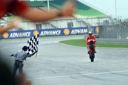 Casey Stoner, Ducati Marlboro Team takes the checkered flag