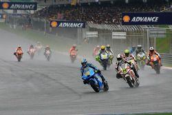 Parade lap: Loris Capirossi, Rizla Suzuki MotoGP