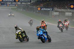 Parade lap: Chris Vermeulen, Rizla Suzuki MotoGP