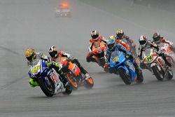 Inicio: Valentino Rossi, Fiat Yamaha Team y Dani Pedrosa, Repsol Honda Team