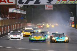 Départ: #8 Sangari Team Brazil Corvette Z06: Enrique Bernoldi, Roberto Streit & #33 Vitaphone Racing