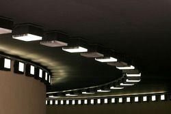 Luces dentro del túnel del pit