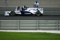 Robert Kubica, BMW Sauber F1 Team arrêté sur la piste