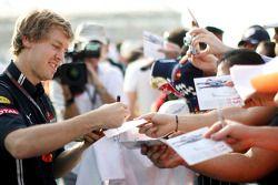 Sebastian Vettel, Red Bull Racing firma autógrafos