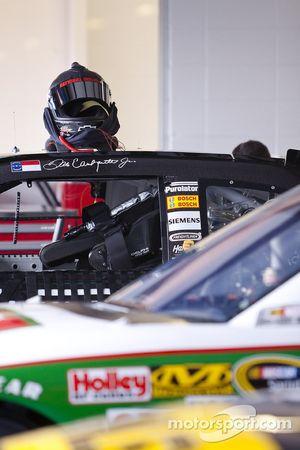 Le casque de Dale Earnhardt sur sa voiture
