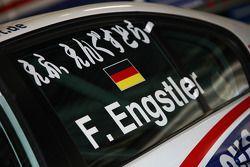 Le nom de Franz Engstler, Liqui Moly Team Engstler écrit en japonais sur sa fenêtre
