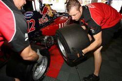 Changement de roues pour Robert Wickens