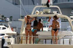 Chicas en un barco