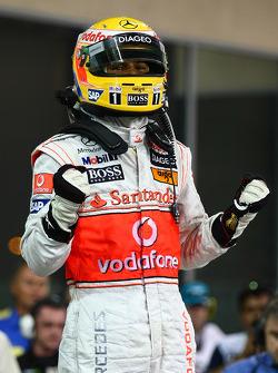 Ganador de la pole Lewis Hamilton, McLaren Mercedes celebra