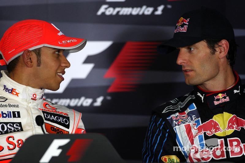 Ganador de la pole Lewis Hamilton, McLaren Mercedes y Mark Webber, Red Bull Racing