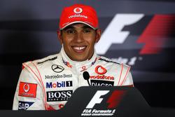 Ganador de la pole Lewis Hamilton, McLaren Mercedes en la conferencia de prensa