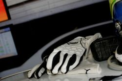 Gloves of Augusto Farfus, BMW Team Germany, BMW 320si