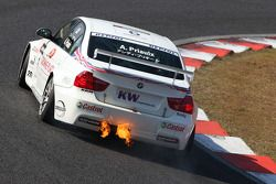 Andy Priaulx, BMW Team UK, BMW 320si with a burning exhaust