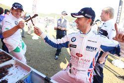Augusto Farfus, BMW Team Germany and Andy Priaulx, BMW Team UK joking around