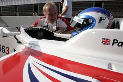 Jonathan Palmer Motorsport Vision Chief Executive talks with Jolyon Palmer on the grid