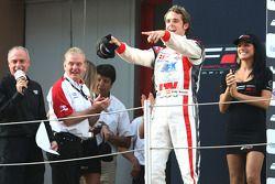 Le vainqueur Andy Soucek sur le podium