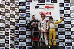 Mikhail Aleshin, Andy Soucek et Tristan Vautier sur le podium