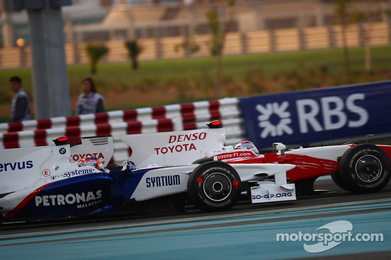 Robert Kubica, BMW Sauber F1 Team, Jarno Trulli, Toyota F1 Team, GP Abu Zabi 2009