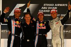 Podio: ganador de la carrera Sebastian Vettel, Red Bull Racing, con segundo lugar de Mark Webber, Re