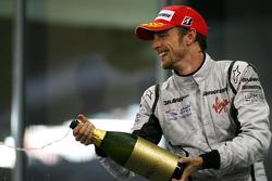 Podio: segundo lugar Jenson Button, Brawn GP