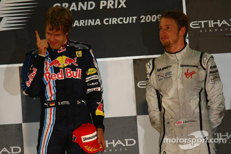 Podio: ganador de la carrera Sebastian Vettel, Red Bull Racing, con el tercer lugar Jenson Button, B