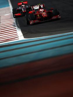 Kimi Raikkonen, Scuderia Ferrari lidera a Heikki Kovalainen, McLaren Mercedes