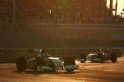 Jenson Button, Brawn GP devance Rubens Barrichello, Brawn GP