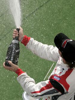 Le Champion 2009 Andy Soucek fête son podium