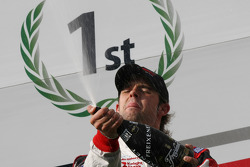 Le champion F2 Andy Soucek fête son titre