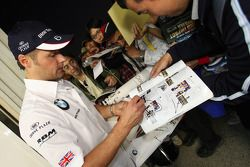 Andy Priaulx, BMW Team UK, BMW 320si signing autographs for the fans