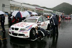 Andy Priaulx, BMW Team UK, BMW 320si on the grid i