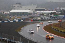 Gabriele Tarquini, Seat Sport, Seat Leon 2.0 TDI devant Andy Priaulx, BMW Team UK, BMW 320si