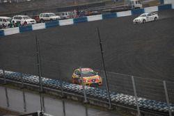Gabriele Tarquini, Seat Sport, Seat Leon 2.0 TDI et Augusto Farfus, BMW Team Germany, BMW 320si dans les graviers