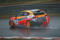 Jordi Gene, Seat Sport, Seat Leon 2.0 TDI a endommagé sa voiture