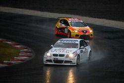 Andy Priaulx, BMW Team UK, BMW 320si et Yvan Muller, Seat Sport, Seat Leon 2.0 TDI