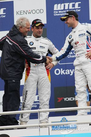 Podium: Andreas Bellu, Jorg Muller, BMW Team Germany and Andy Priaulx, BMW Team UK