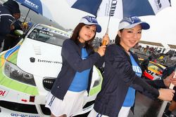 Grid girls d'Augusto Farfus, BMW Team Germany