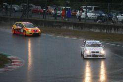 Andy Priaulx, BMW Team UK, BMW 320si and Yvan Muller, Seat Sport, Seat Leon 2.0 TDI