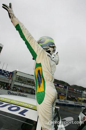 Augusto Farfus, BMW Team Germany, BMW 320si fête sa victoire