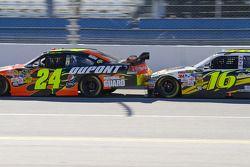 Jeff Gordon, Hendrick Motorsports Chevrolet, Greg Biffle, Roush Fenway Racing Ford