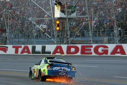 Crash: Mark Martin, Hendrick Motorsports, Chevrolet