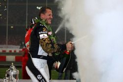 Podio: Ganador de la Carrera de Campeones Mattias Ekström con el segundo lugar Michael Schumacher