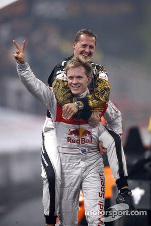 Pódio: Race of Champions vencedor Mattias Ekström com o segundo colocado Michael Schumacher