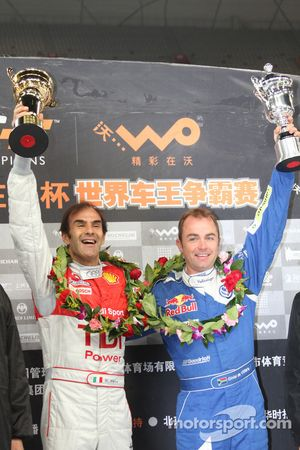 Podium Beijing Challenge: Emanuele Pirro le vainqueur avec le second Giniel de Villiers